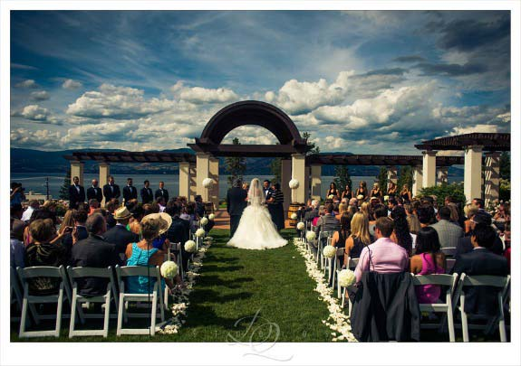 Cedarcreek Winery wedding ceremony
